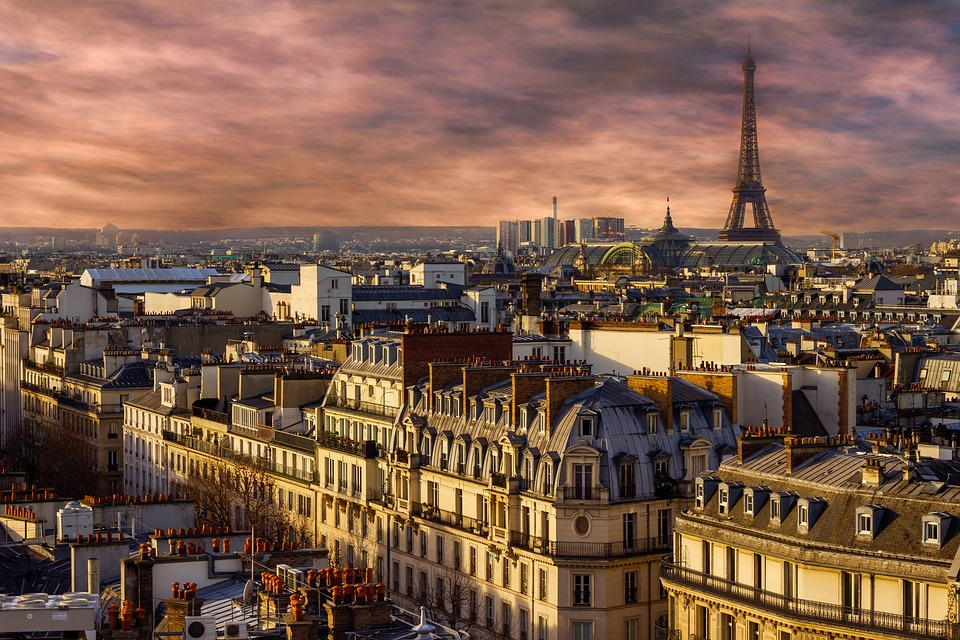 paris tour Eiffel paris toits apprendre fenêtre coucher de soleil français