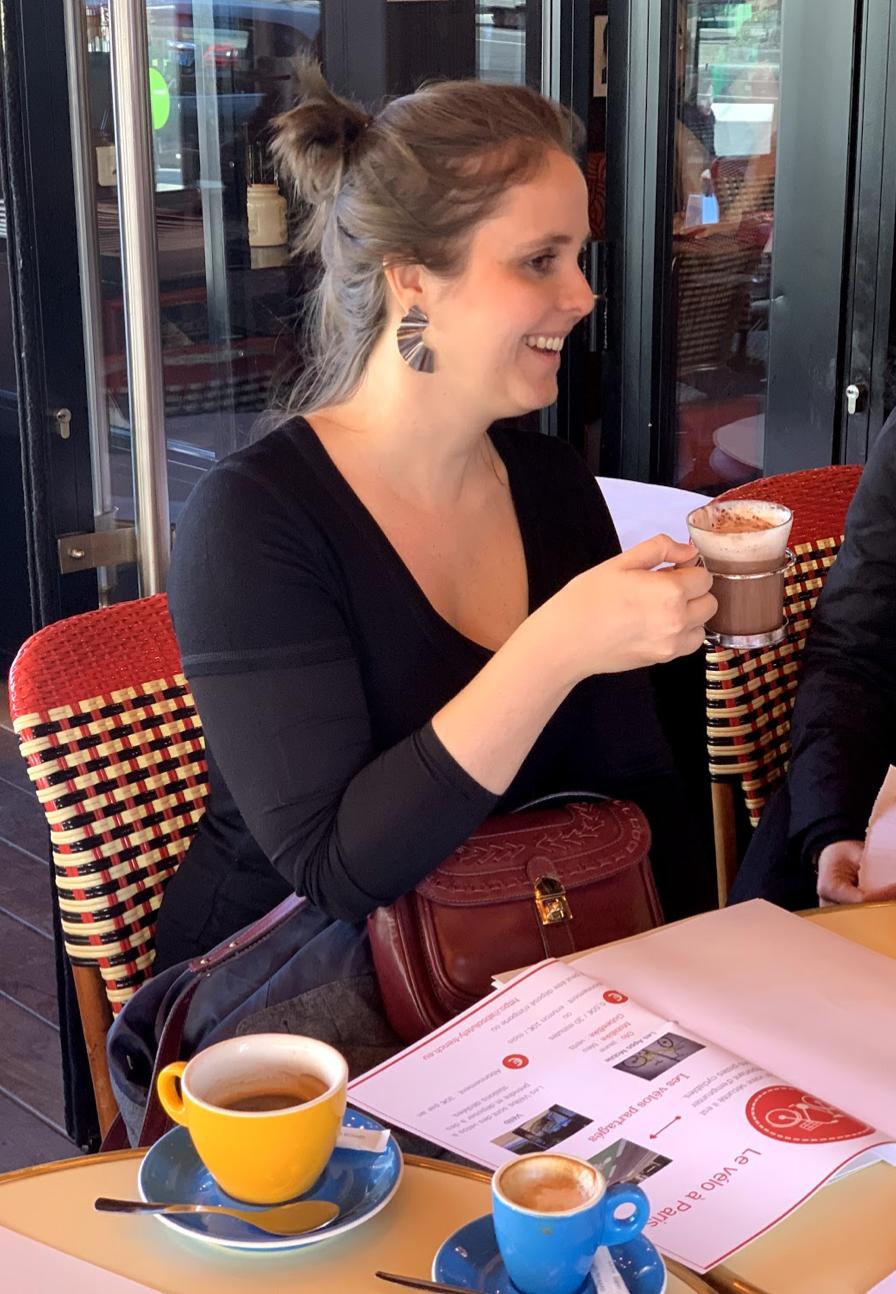Manoela leather goods woman business paris - expatriate woman in France